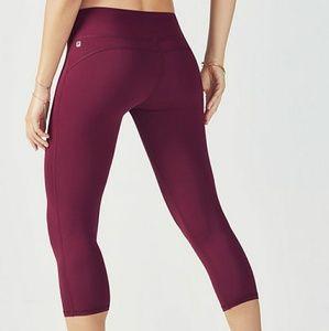 Fabletics Pants - 🆕 Fabletics Salar Powerform Dhyana Capri leggings